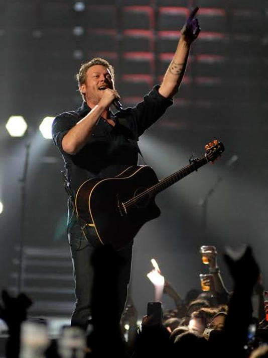 blake shelton at yum center.jpg