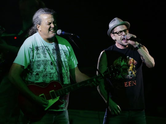 Meat Puppets and Gin Blossoms perform after being inducted