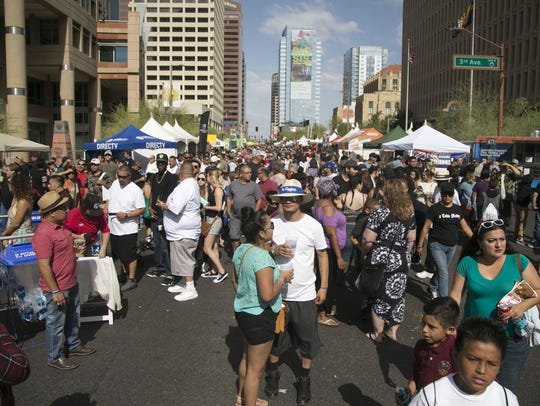 Thousands of people show up in the streets at the Cinco