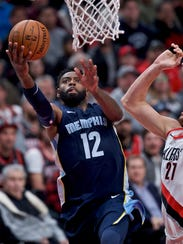 Memphis Grizzlies guard Tyreke Evans, left, shoots
