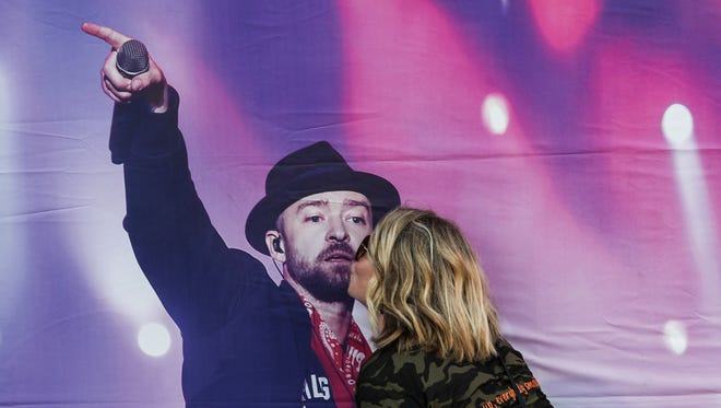 May 30, 2018 - Kathryn Cox goes in for a kiss on a promotional photo of Justin Timberlake outside of the FedExForum before the start of the Justin Timberlake Concert in Memphis on May 30, 2018.