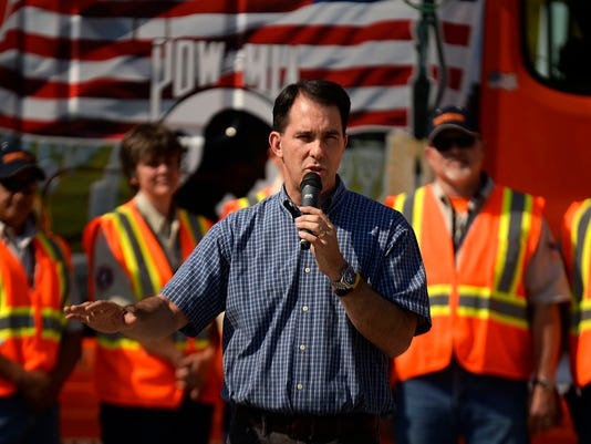 ES_GPG_Gov. Walker at Schneider National_9.26.1400232.jpg