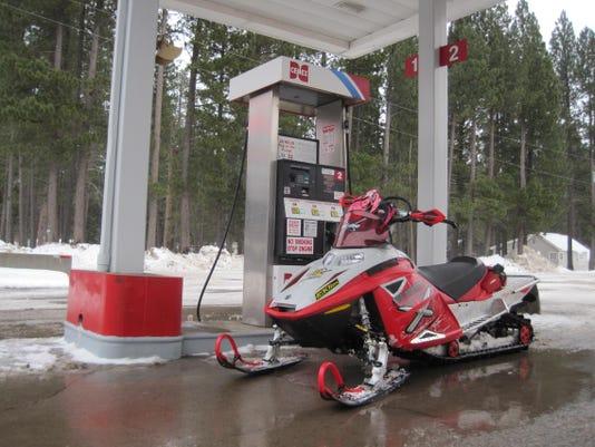 -Lincoln snowmobiling 3.jpg_20140113.jpg