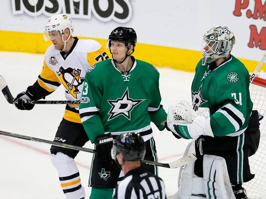 Dallas Stars' John Klingberg (3) of Sweden and Antti Niemi (31) of Finland celebrate their 3-2 win as Pittsburgh Penguins' Patric Hornqvist (72) of Sweden skates off the ice following their NHL hockey game, Tuesday, Feb. 28, 2017, in Dallas. (AP Photo/Tony Gutierrez)