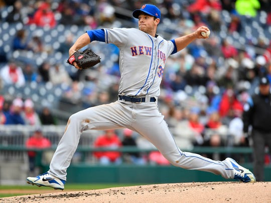 New York Mets starting pitcher Steven Matz (32) throws