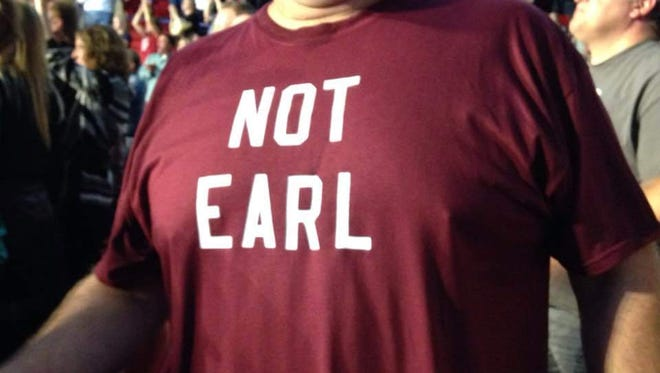"""Larry Smith, a Dixie Chicks fan from Racine, got a lot of high fives at the Resch Center for his clever T-shirt, a nod to the bad guy title character in """"Goodbye Earl."""""""