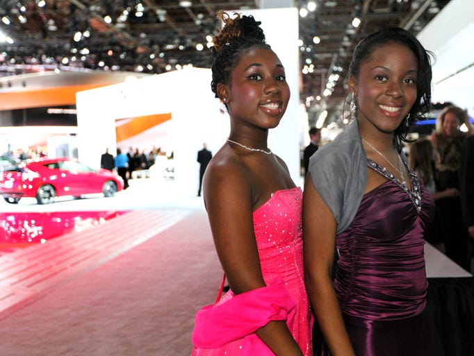 Auto show 39 s charity preview fashions explain the state of for Charity motors in detroit michigan