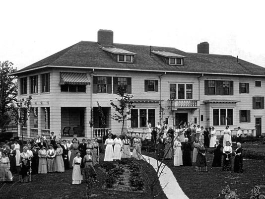 635782248941225127-McPherson-Womens-Club-1915