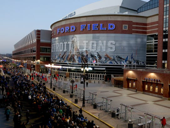 Long lines form outside Ford Field 2 hours before the
