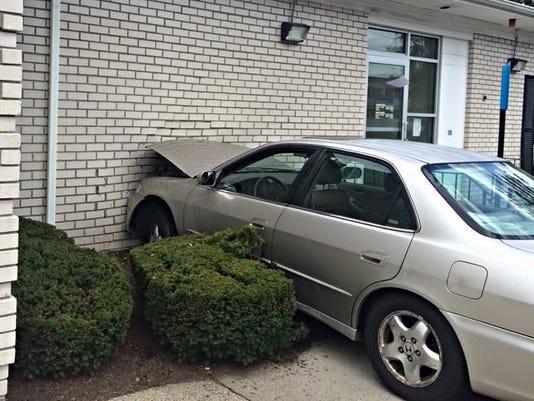 635760880321894983-Car-into-bank