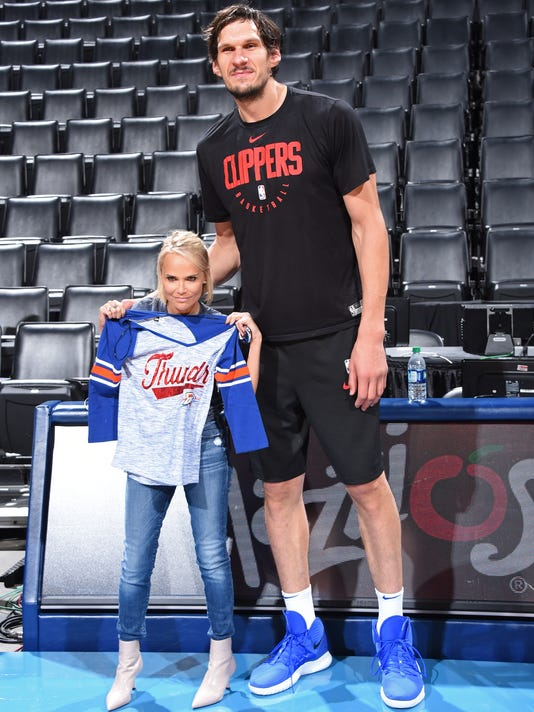 These photos of Kristen Chenoweth standing next to the gigantic Boban Marjanović are great