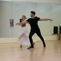 'Dancing With the Stars': Maksim sidelined with an injured, Chris Kattan goes home