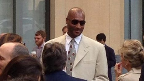 Ed O'Bannon arrives at the courthouse Monday in Oakland.