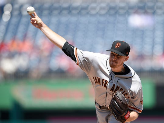 San Francisco Giants starting pitcher Chris Stratton delivers a pitch during the first inning of the first baseball game of a split doubleheader against the Washington Nationals, Sunday, Aug. 13, 2017, in Washington. (AP Photo/Nick Wass)