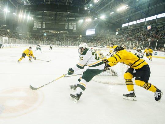 Friendship Four - Vermont vs. Quinnipiac Men's Hockey 11/26/16