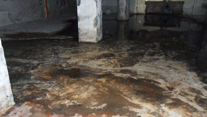 When your basement floods, you need licensed, experienced help immediately. Choosing a water mitigation company before you have a flood emergency will save you lots of time, a huge headache, and big $$$.
