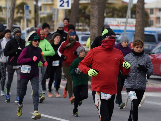 Runners brave the cold and break from the starting