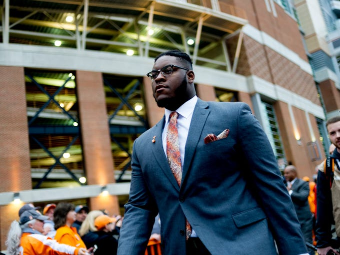Tennessee offensive lineman Trey Smith (73) arrives