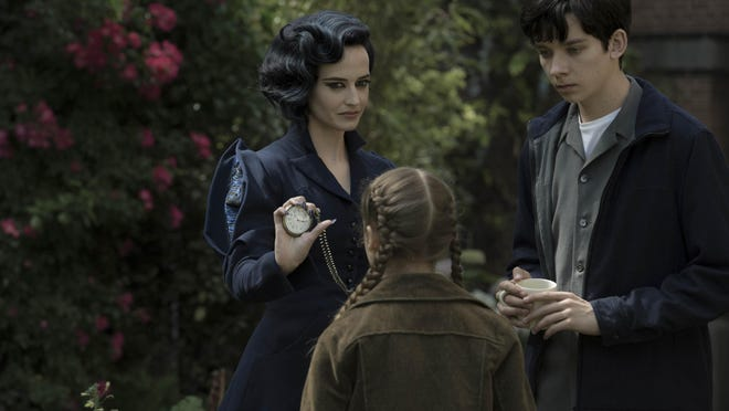 Miss Peregrine (Eva Green) demonstrates one of her many time-bending talents to Jake (Asa Butterfield) and Fiona (Georgia Pemberton).