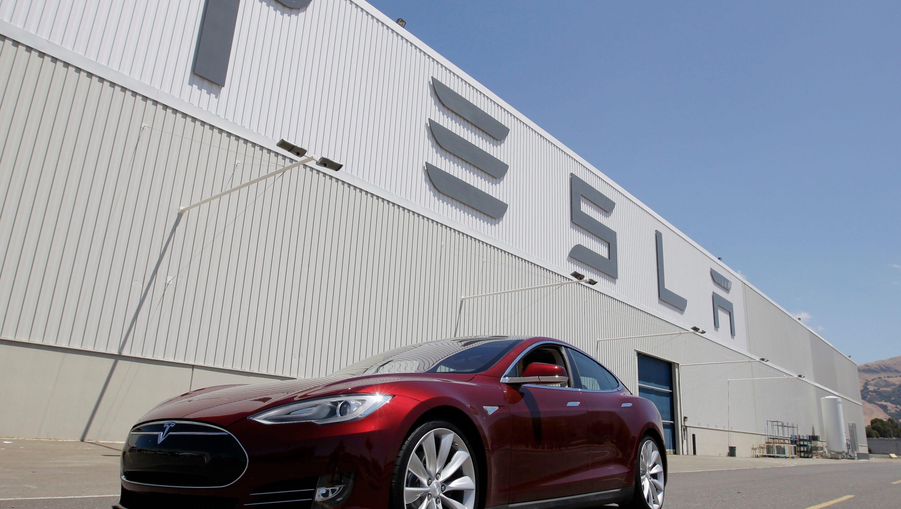 Tesla pushes bill to bypass Ariz. car dealers #6E2C3A