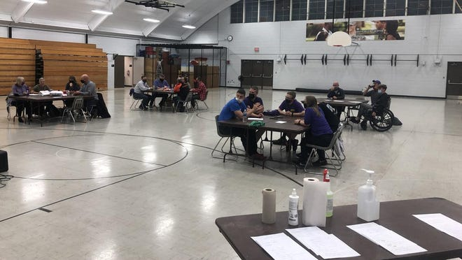 Four teams competed in Thursday's trivia contest that raised money for the honor flight program.