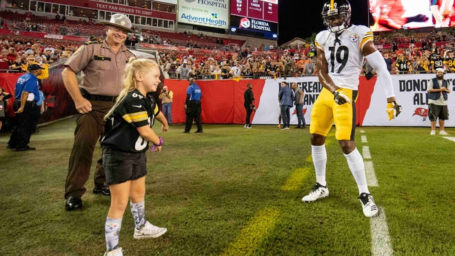 Sep 24, 2018; Tampa, FL, USA; Pittsburgh Steelers wide receiver JuJu Smith-Schuster (19) dances with a fan prior to the game between the Pittsburgh Steelers and Tampa Bay Buccaneers at Raymond James Stadium. Mandatory Credit: Douglas DeFelice-USA TODAY Sports