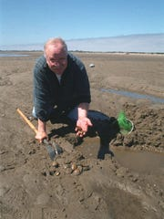 Bill Lackner holds free clamming clinics during the summer.