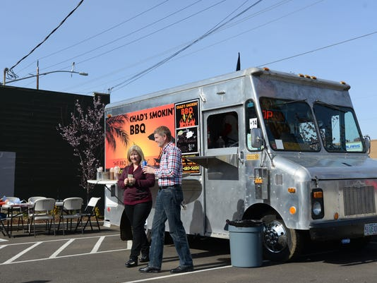 -FoodTrucks30941.jpg_20150301.jpg
