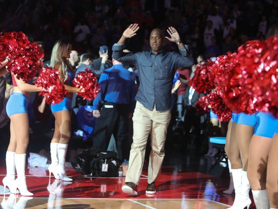 Former Pistons guard Chauncey Billups is introduced