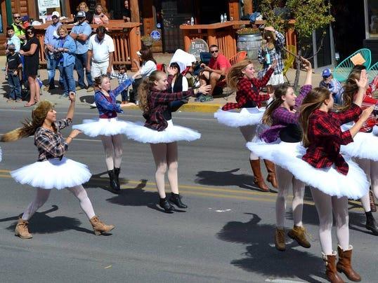girls-twirling