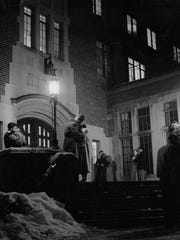 Couples kissing on the dormitory steps before curfew,