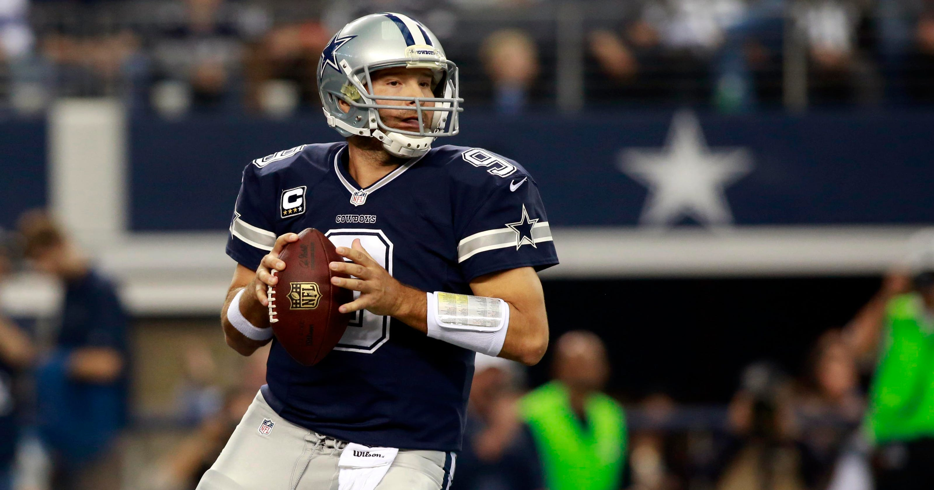 Tony Romo puts Cowboys over top against Raiders ac17e1238