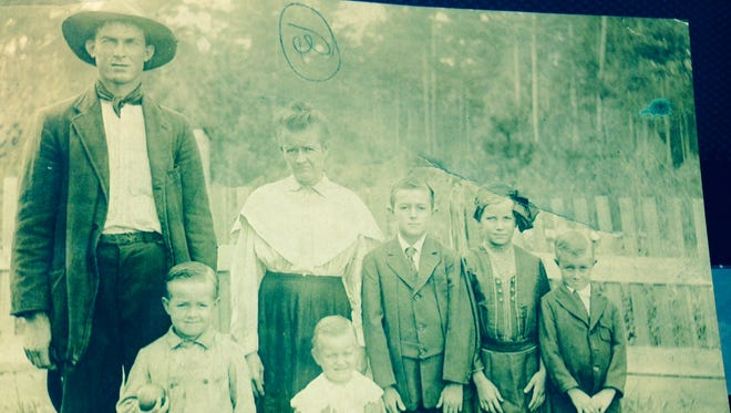 Edward Hastings (left) is shown with his family. He was shot to death in February 1932 as a result of a feud with the Scarbrock family of Twin Bridges Road near Alexandria.