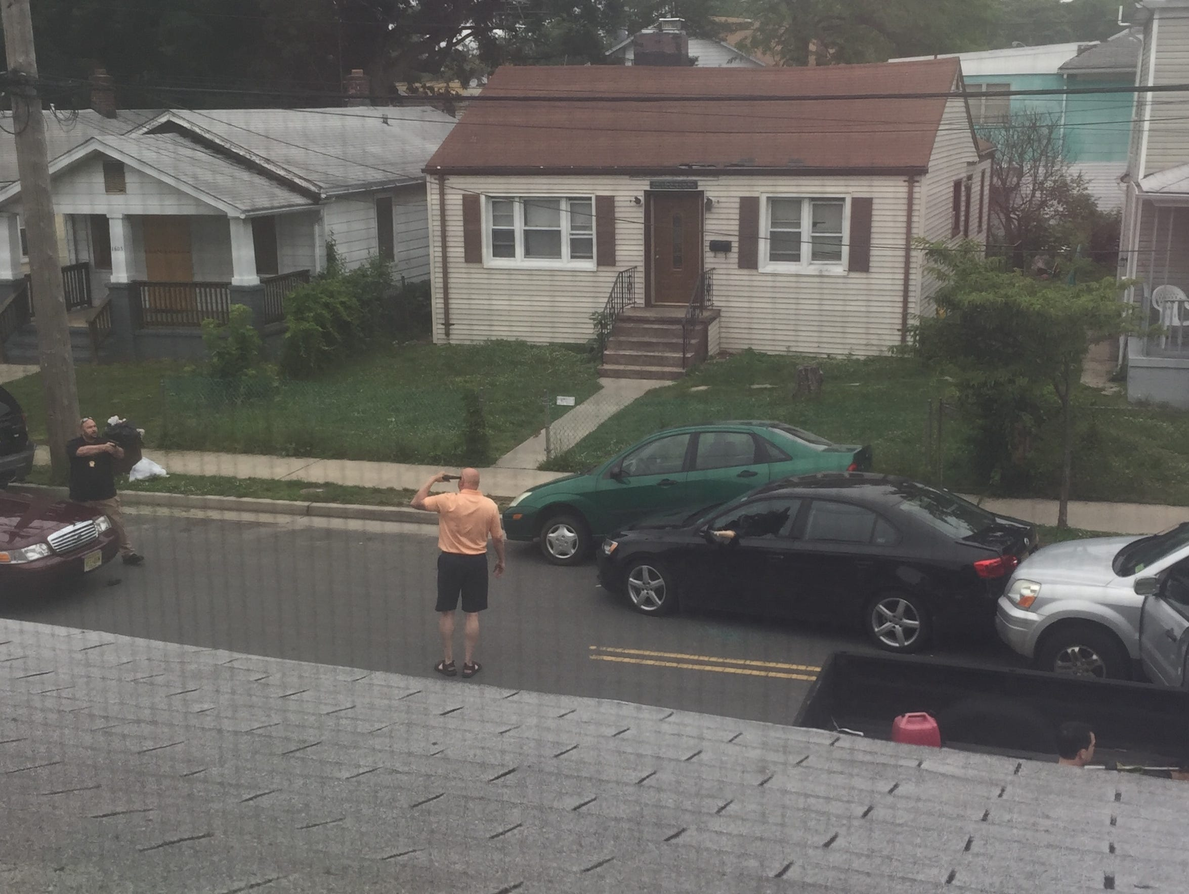 Philip Seidle, with his gun to his head, in a standoff