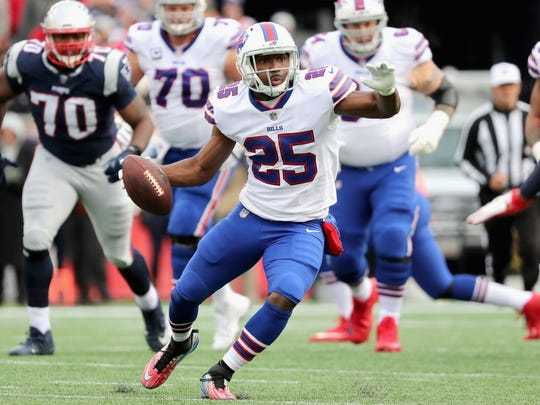FOXBORO, MA - DECEMBER 24: LeSean McCoy #25 of the Buffalo Bills carries the ball during the second quarter of a game against the New England Patriots at Gillette Stadium on December 24, 2017 in Foxboro, Massachusetts.  (Photo by Adam Glanzman/Getty Images)