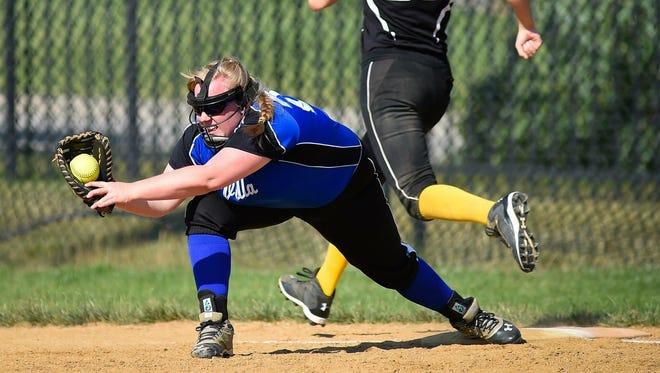 Alexa Meier makes a play at first base.