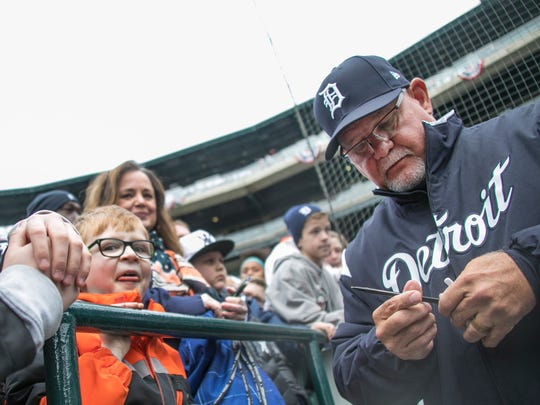 Tigers manager Ron Gardenhire signs autographs before the Tigers face the Pirates at Comerica Park for Opening Day in Detroit, Friday, March 30, 2018.