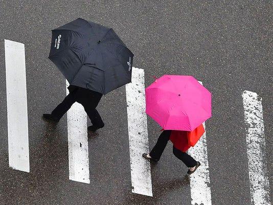 636453248329978215-Weather-Umbrellas0044.jpg