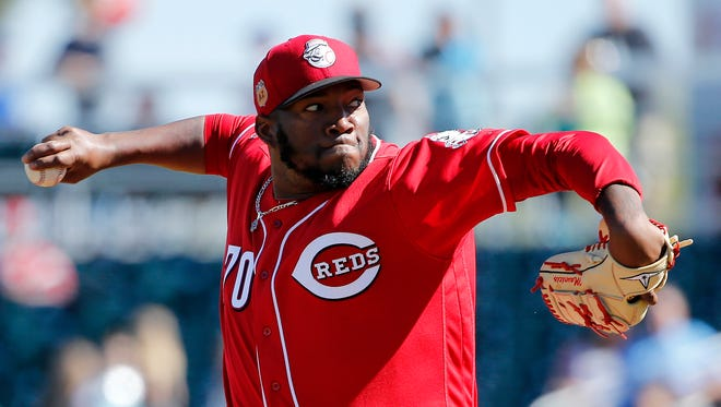 Cincinnati Reds relief pitcher Jumbo Diaz (70) delivers a pitch in the bottom of the third inning.