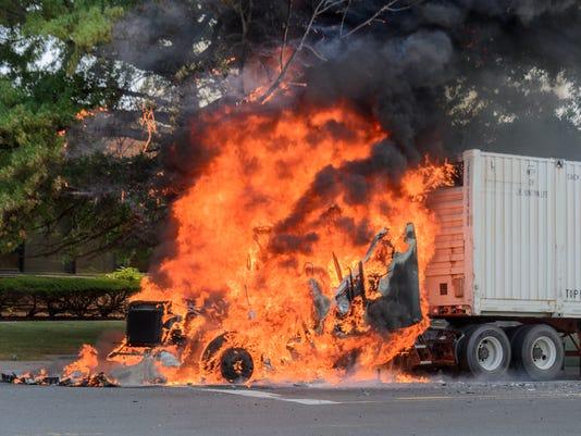 636392085262187621-Teterboro-truck-fire-Green-street-23.jpg
