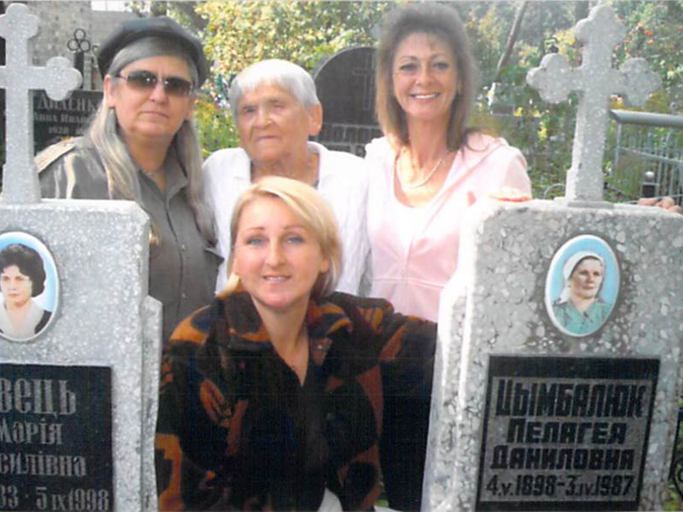 NEW Nina_and_Daughters_at_Ninas_Mom_and_Grandmothers_Gravesite.jpg