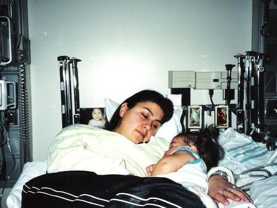 Maribel y Karizma en el hospital.