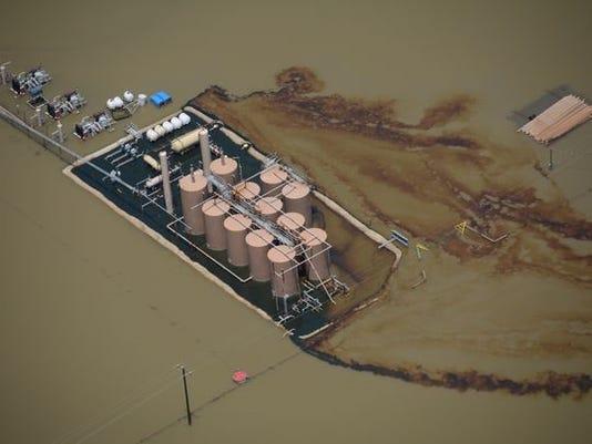 636207974663228387-OIL-spill.jpg