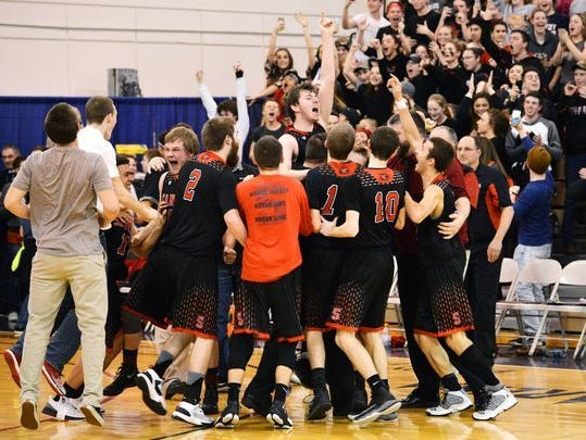 The Santiam boys basketball team celebrate after defeating Stanfield 57-54 in the state 2A basketball championship game on Saturday in Pendleton. (Photo: E.J. Harris / Special to the Statesman Journal)