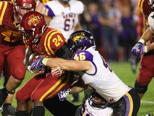 Jared Farley makes a tackle against Iowa State in 2016.