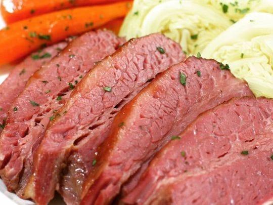 Corned beef y repollo en Char Kitchen + Bar.