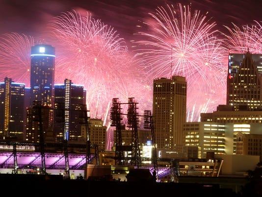 635909038378024494-fireworks-062314-dw-09.jpg