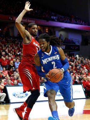 Memphis' Shaq Goodwin dribbles the ball around UC's Octavius Ellis during the Bearcats' win last March.