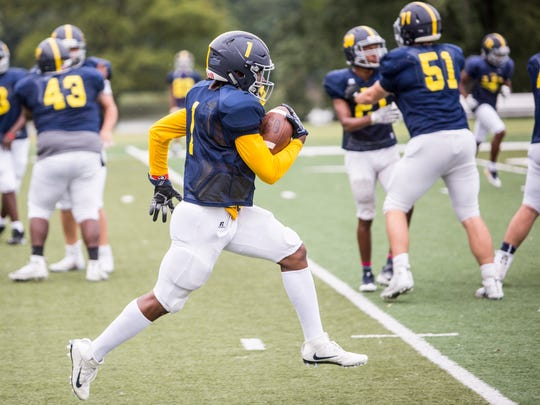 Eric Gray runs with the ball during Lausanne Collegiate