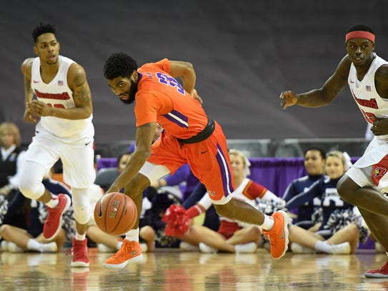 University of Evansville's K.J. Riley (33) goes for